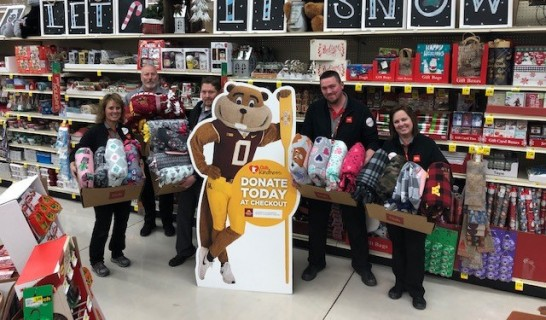 Local 663 Union Members at Lakeville Cub Foods Donate Blankets to Keep Kids Warm
